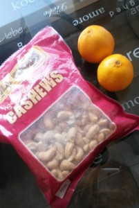You can grab a handful of cashews with a piece of fruit for a nutritious healthy snack :)